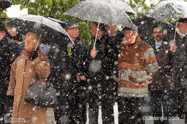 JELENIA GÓRA: Ciesz się Matko Polsko! Święto Konstytucji w bieli śniegu