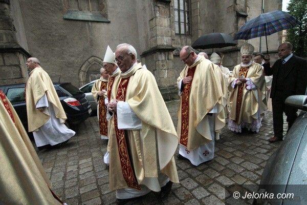 JELENIA GÓRA: Stały ołtarz poświęcony. W kapłański jubileusz
