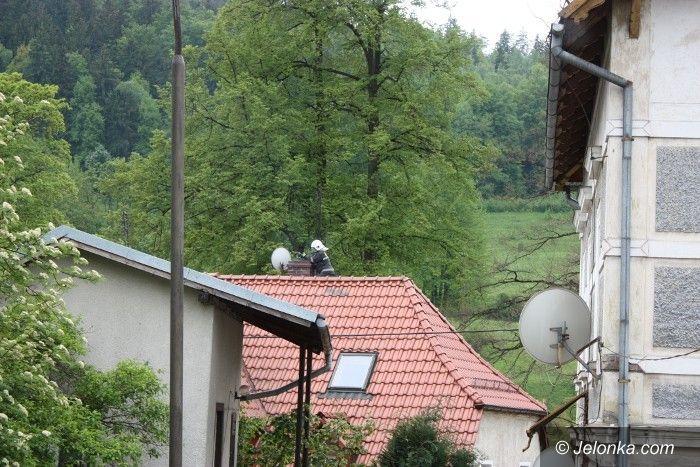 JELENIA GÓRA: Płonęła sadza w kominie w Piechowicach