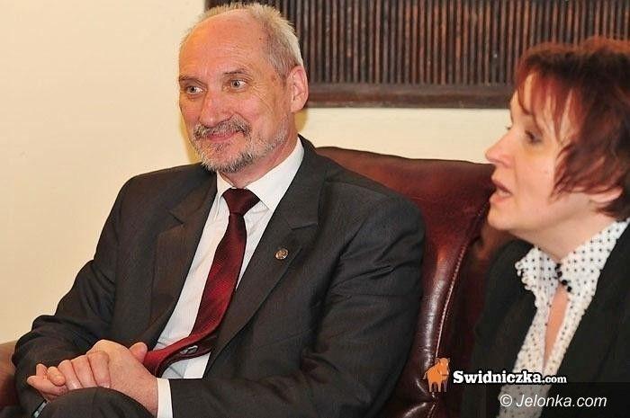 JELENIA GÓRA: Spotkanie z Antonim Macierewiczem. W poniedziałek