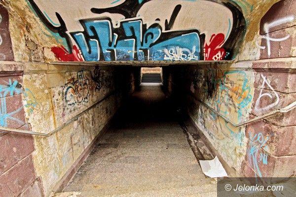 JELENIA GÓRA: Straszny ten tunel!