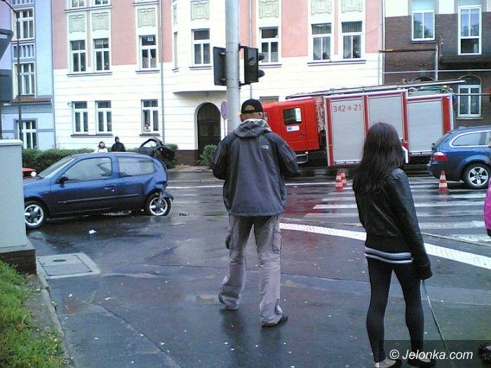 JELENIA GÓRA: Pogoda nie sprzyjała kierowcom. Stłuczki w deszczu