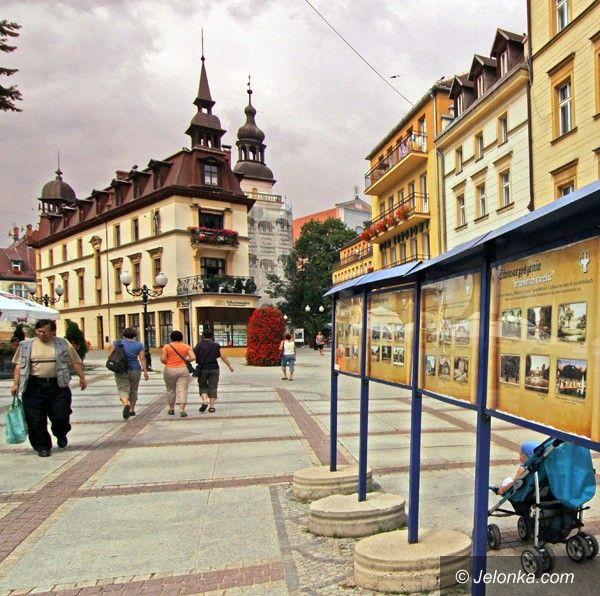 JELENIA GÓRA: Cieplice na starej pocztówce. Wystawa pod chmurką