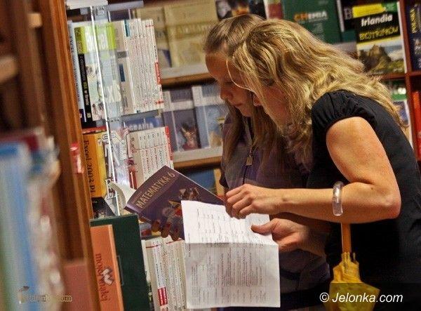 JELENIA GÓRA: Ceny podręczników bulwersują rodziców. Wyprawką po kieszeni