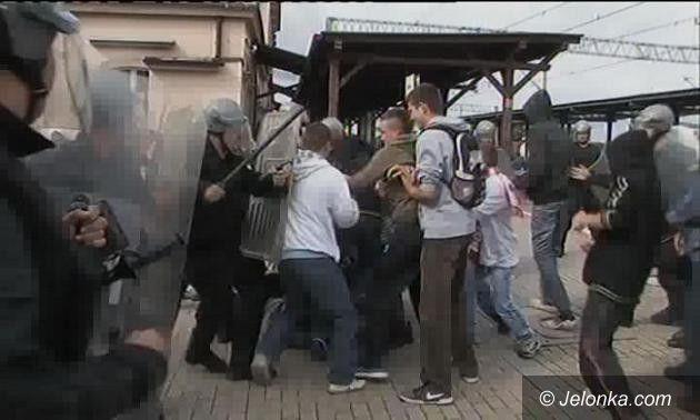 DOLNY ŚLĄSK: Okrzyki i przepychanki pseudokibiców w Bolesławcu. Spokojnie, to tylko ćwiczenia