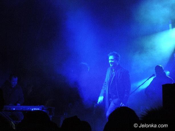 """JELENIA GÓRA: """"Piasek"""" zaśpiewał przy Tesco ze świątecznym błogosławieństwem"""