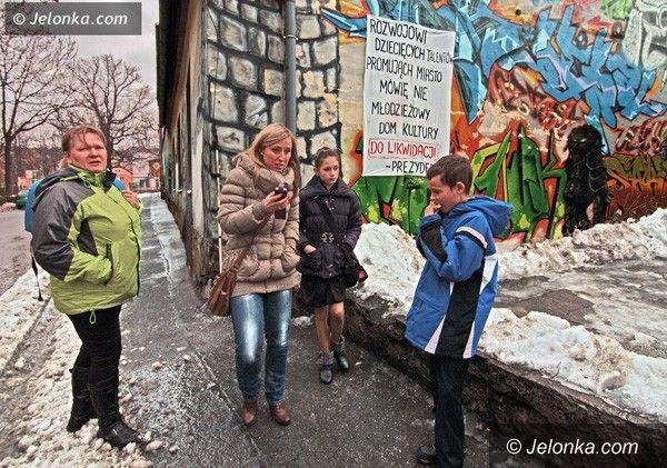 JELENIA GÓRA: Widmo likwidacji wciąż wisi nad Młodzieżowym Domem Kultury