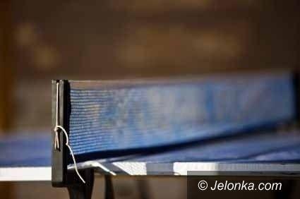 Jelenia Góra: Pracownicy oświaty walczyli w turnieju tenisa stołowego