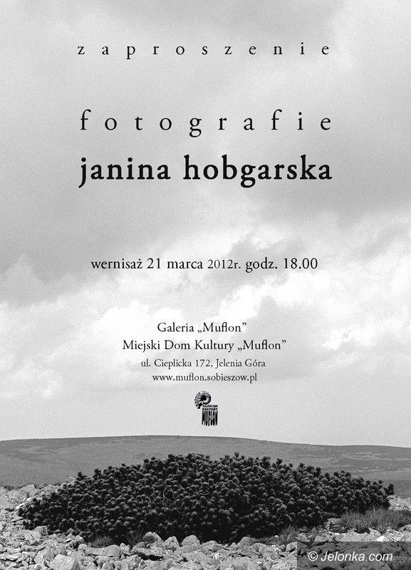 """JELENIA GÓRA: Po prostu """"Fotografie"""". Wystawa Janiny Hobgarskiej w """"Muflonie"""""""