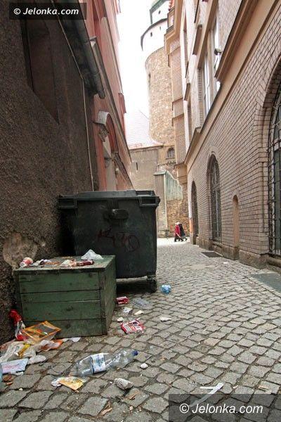 JELENIA GÓRA: W śródmieściu brudy po kątach