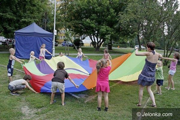 Jelenia Góra: Skok w blok to jest to! Zabawa super – mówią dzieci