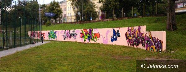 Jelenia Góra: Grafficiarskie dzieło ukończone przy SP nr 13