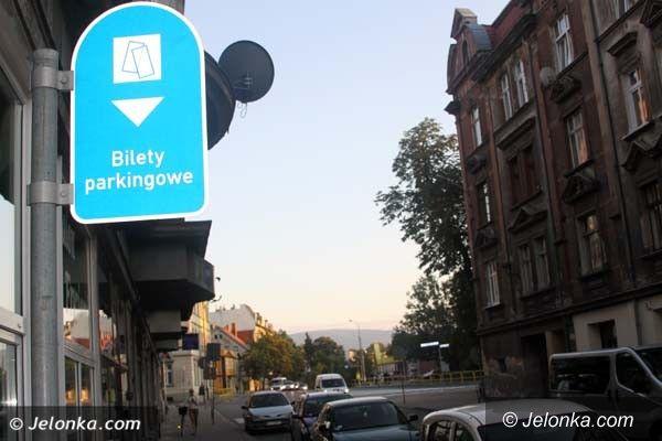 Jelenia Góra: Miasto wyciąga miliony od mieszkańców za parkowanie. Przybędzie parkomatów?
