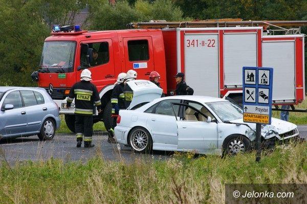Region: Czołówka w Mysłakowicach, pięć osób przewieziono do szpitala