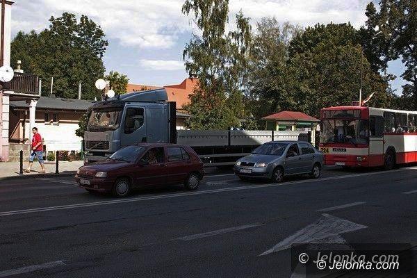 Jelenia Góra: Mieszkańcy Wojska Polskiego nie chcą tirów pod oknami. Zapowiadają protesty