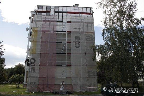 Jelenia Góra: Zdejmują niebezpieczny azbest – bez informowania mieszkańców