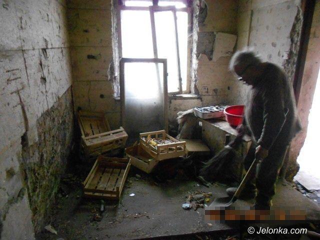 Jelenia Góra: 88–latek żyje w nieludzkich warunkach. Co na to MOPS?