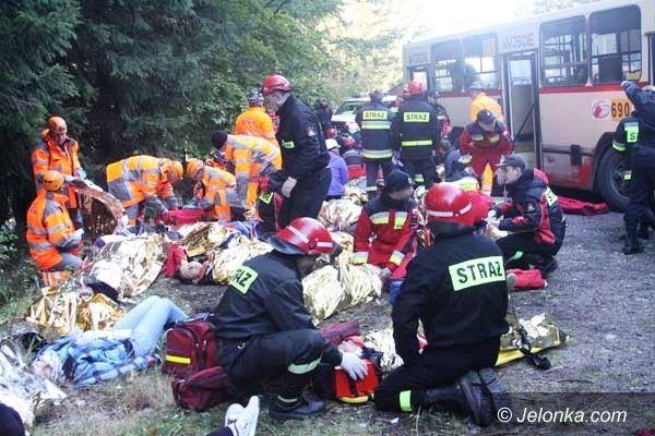 Region: Wypadek autobusu i kilku aut – ponad 50 osób poszkodowanych. Na szczęście to ćwiczenia!