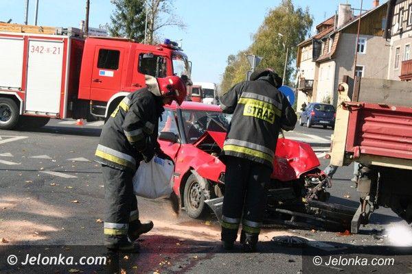Jelenia Góra: Dwie osoby w szpitalu po zderzeniu na skrzyżowaniu Alei Solidarności i ul. Wincentego Pola