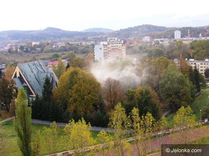 Jelenia Góra: Na terenie parafii św. Wojciecha kolejny raz ktoś palił liście