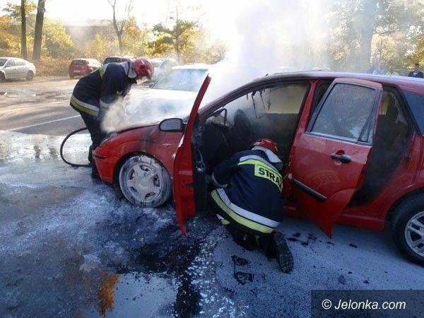 Jelenia Góra: Auto spłonęło przy urzędzie skarbowym