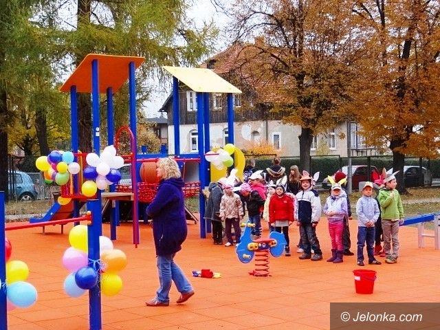 Jelenia Góra/Sobieszów: Nowy plac zabaw w Sobieszowie już służy dzieciom