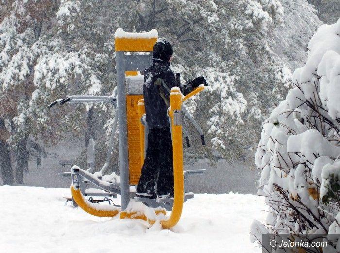 Jelenia Góra: Fitnes na Wzgórzu Kościuszki. Jeleniogórzanie ćwiczą tu nawet w śniegu