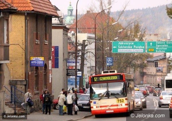 Jelenia Góra: Autobusy dowiozą na groby bliskich