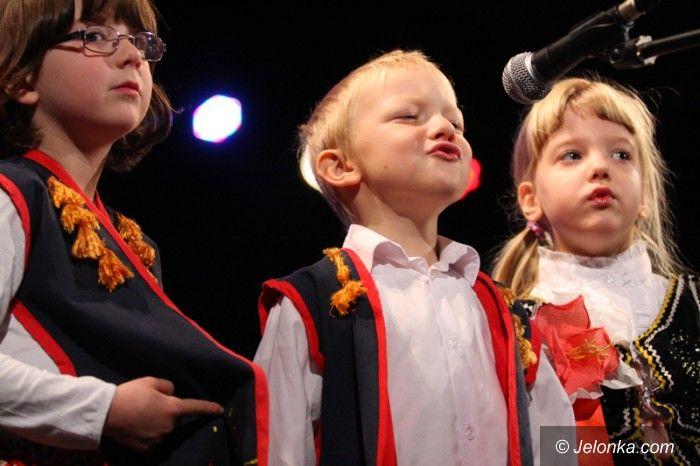 Jelenia Góra: Przedszkolaki śpiewająco i tanecznie o miłości do ojczyzny