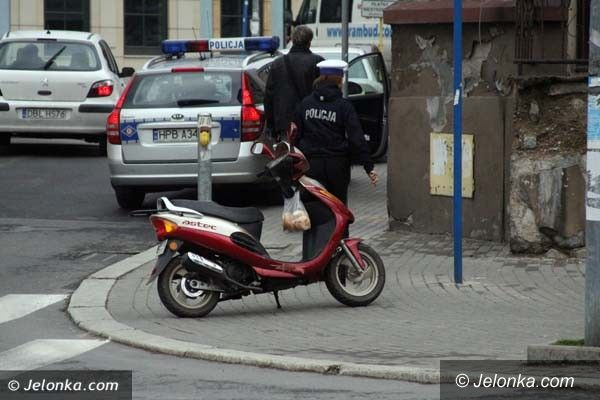 Jelenia Góra: Uwaga na kierowców skuterów – kolizja z udziałem 80–latka