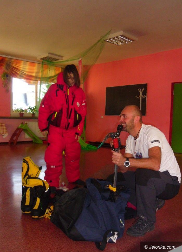 Region: Uczniowie z Karpacza wybrali się z Rafałem Fronią w daleką podróż