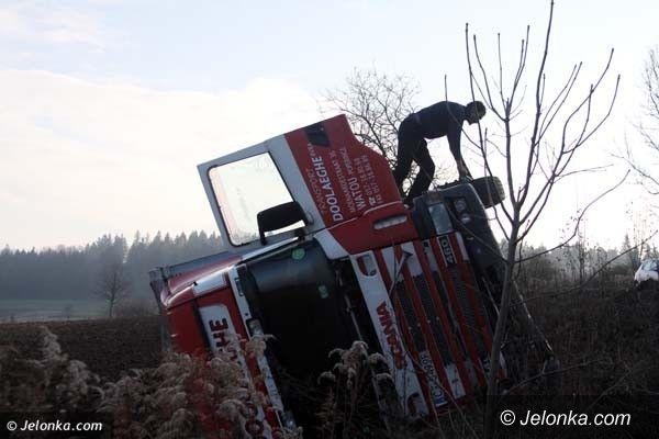 Region: Na drodze z Płoszczynki do Czernicy wywróciła się ciężarówka