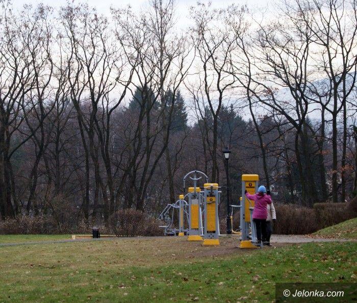 Jelenia Góra: Wandale dewastują siłownię w parku na Wzgórzu Kościuszki
