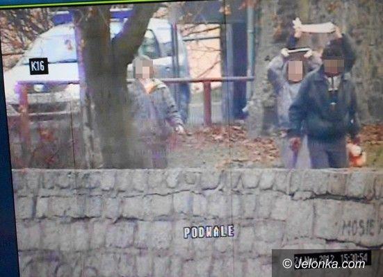 Jelenia Góra: Chłopcy rzucali w bezdomnych płytami