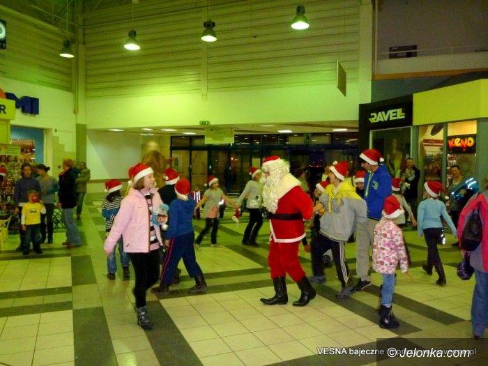 Jelenia Góra: Echo św. Mikołaja  w centrum handlowym