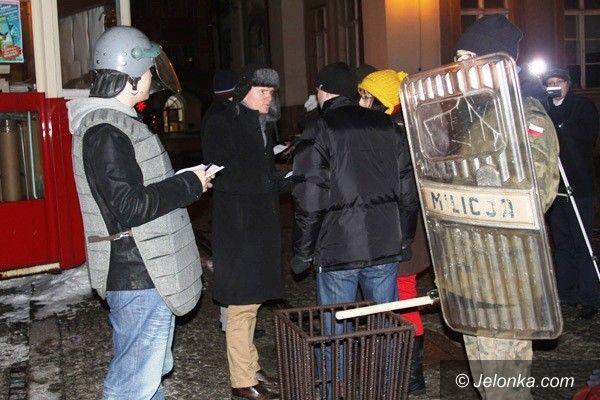 Jelenia Góra: Solidarnościowcy i milicjanci wyszli na ulicę – w rocznicę stanu wojennego