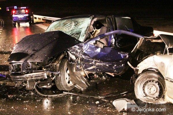 Jelenia Góra: Groźny wypadek na skrzyżowaniu z Jeleniej Góry na Karpacz i Kowary