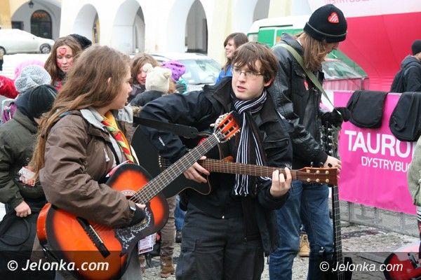 Jelenia Góra: Gitarowa Orkiestra Serc grała na Placu Ratuszowym