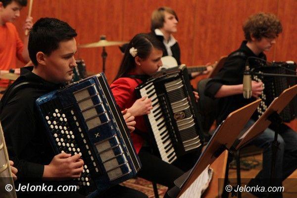 Jelenia Góra: Karnawałowo w Salonie Muzycznym Karkonoskiego Uniwersytetu Trzeciego Wieku