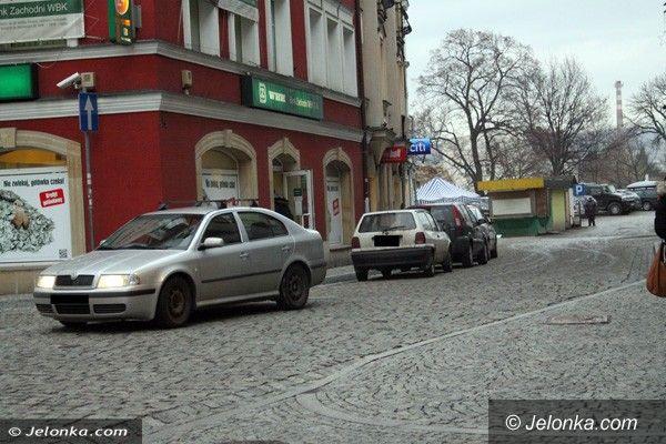 Jelenia Góra: Kierowcy blokują ulicę Jasną parkując wbrew prawu