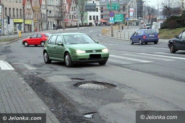 Jelenia Góra: Kierowcy: Dziury w drogach, że aż strach!