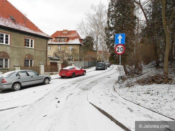 Jelenia Góra: Na ul. Studenckiej kierowcy nagminnie łamią prawo