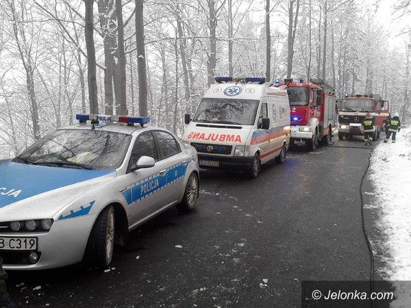 Jelenia Góra: Zderzenie na drodze z Michałowic do Piechowic – dwie osoby w szpitalu