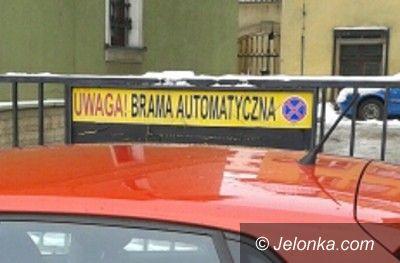 Jelenia Góra: Zablokowała bramę przy ul. Bankowej