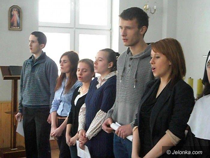 "Jelenia Góra: Uczniowie ""Ekonoma"" na spotkaniu z chorymi"