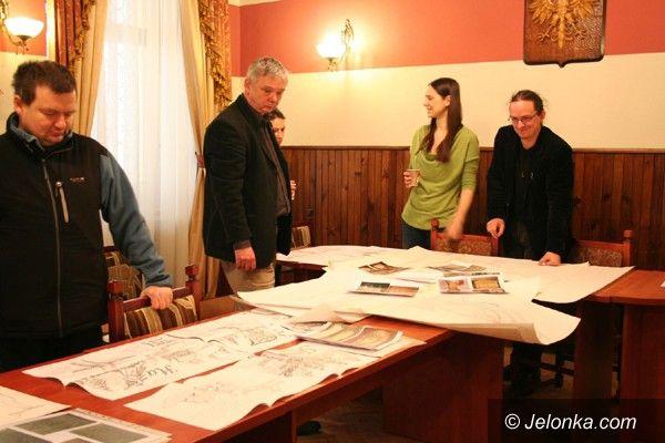 Region: Jury postanowiło: stylizowane drogowskazy dla Szklarskiej Poręby wyrzeźbi artystka z Borowic