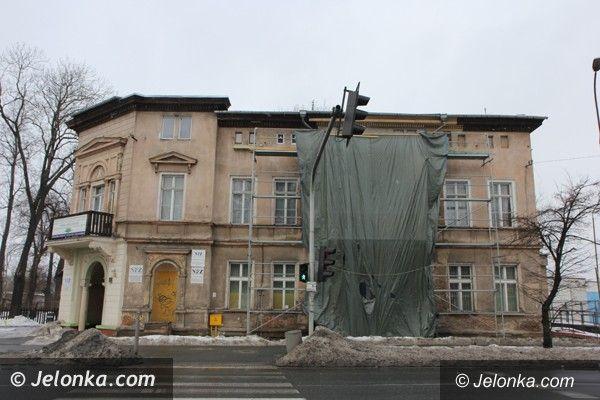 Jelenia Góra: Odbudowali ścianę kamienicy, w której wybuchł gaz. Wkrótce zobaczymy efekt [FOTO