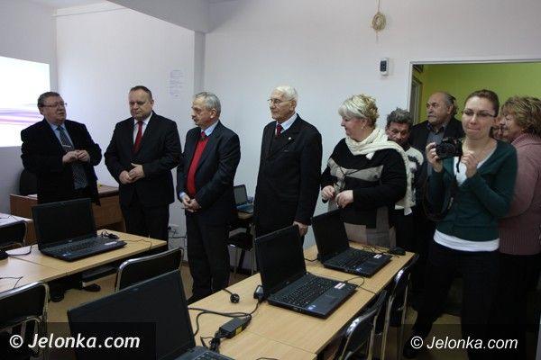 Jelenia Góra: KSON ma nowoczesną pracownię komputerową dla seniorów