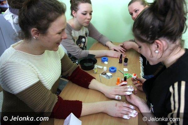 """Jelenia Góra: Uczniowie poznawali różne zawody w jeleniogórskiej """"Handlówce"""""""