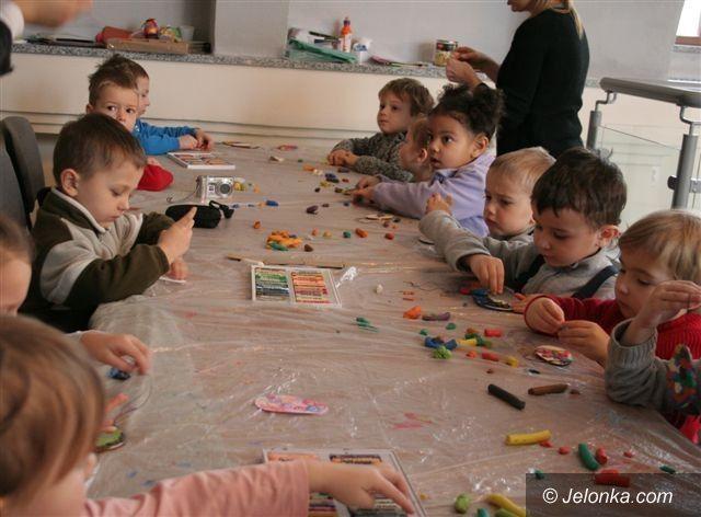 Region: Dzieci zrobiły w Karpaczu piękne pisanki–naklejanki